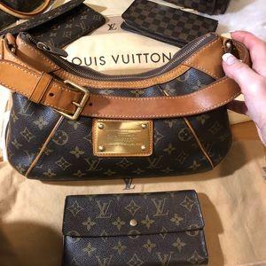 Authentic Louis Vuitton Thames Bag